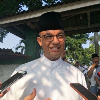 Gubernur DKI Jakarta Anies Baswedan mengunjungi Makam Wakaf Muslim di kawasan Cilandak Barat, Jakarta Selatan, Sabtu (16/6/2018)