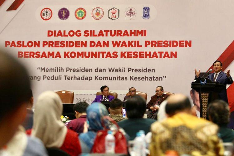 Calon presiden nomor urut 02 Prabowo Subianto saat berpidato dalam acara dialog silaturahim bersama komunitas kesehatan di Hotel Bidakara, Jakarta Selatan, Kamis (28/2/2019).