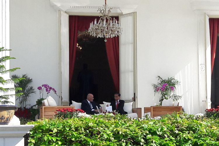 Presiden Joko Widodo dan Presiden Republik AfghanistanMohammad Ashraf Ghani melaksanakan veranda talk di Istana Merdeka, Jakarta, Rabu (5/4/2017).