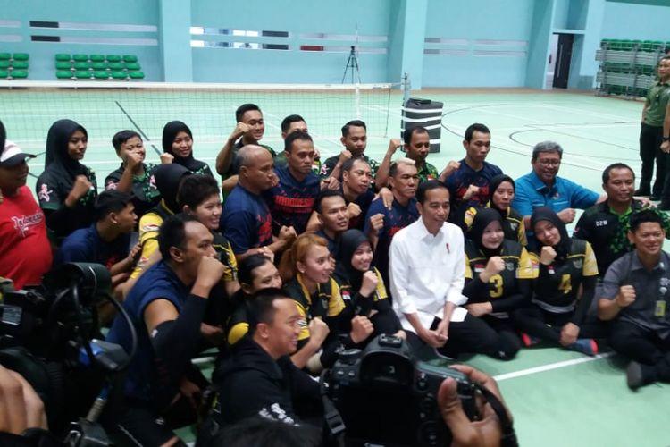 Presiden Joko Widodo meninjau jalannya latihan para atlet yang akan berlaga di kompetisi Asian Para Games 2018, Kamis (27/9/2018)