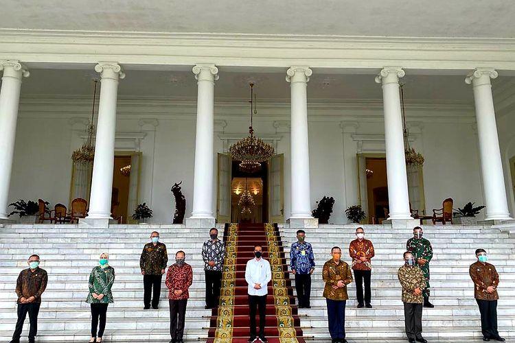 Presiden Joko Widodo menerima Gubernur Lemhannas RI Letjen TNI (Pur) Agus Widjojo, di Istana Bogor, Selasa (15/09/2020). Dalam pertemuan itu,  tim kajian ketahanan pangan nasional Lemhannas RI memberi masukan kepada Jokowi seputar ketahanan pangan.