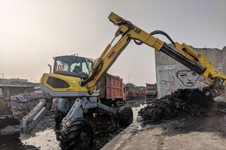 Kegiatan Bersih-bersih Sampah di Kampung Bengek, Muara Baru, Penjaringan, Jakarta Utara, Rabu (4/9/2019)