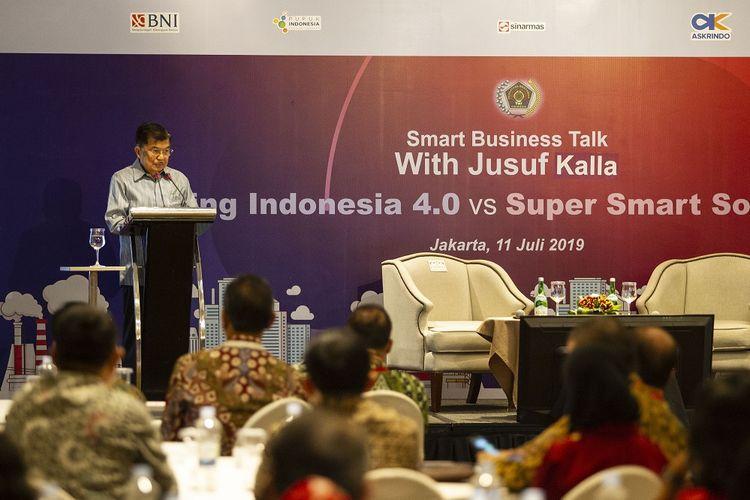 Wakil Presiden Jusuf Kalla menyampaikan keynote speech pada acara Smart Business Talk yang diselenggarakan oleh Persatuan Wartawan Indonesia di Jakarta, Kamis (11/7/2019). Acara tersebut mengangkat tema Making Indonesia 4.0 vs Super Smart Society 5.0. ANTARA FOTO/Dhemas Reviyanto/wsj. *** Local Caption ***