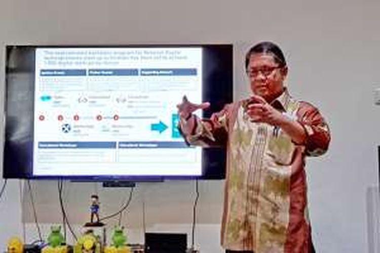 Menteri Komunikasi dan Informatika Rudiantara, berbicara di kantor Kibar, Menteng, Jakarta, Kamis (11/2/2016)