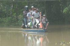 Banjir Putus Akses Jalan di Prabumulih, Warga Andalkan Ojek Perahu