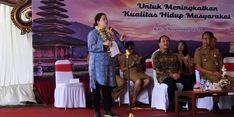 Tinjau Program Kampung KB di Badung,  Menko Puan Bagikan KIS dan KIP