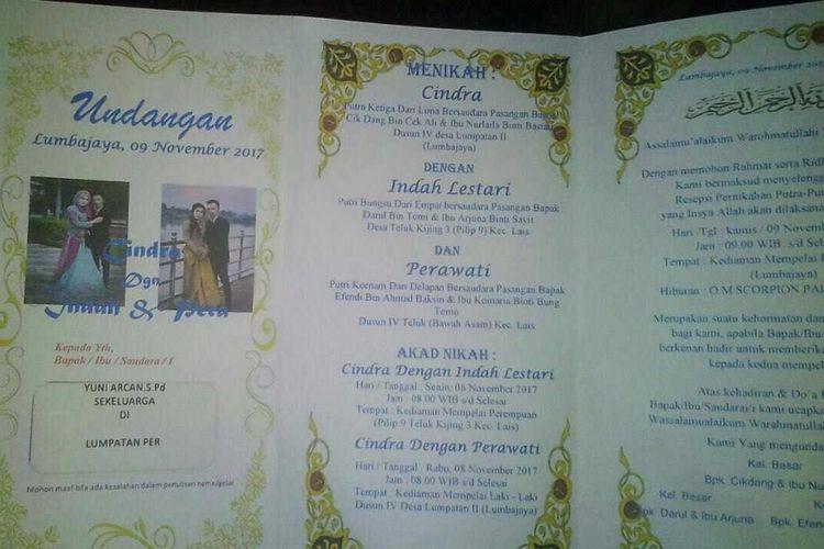 Undangan pernikahan satu pria, Cindra, dengan dua wanita, Indah Lestari dan Perawati.