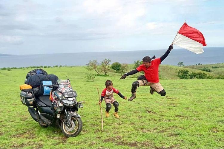Lilik Gunawan dan putranya, Balda, berhasil touring sejauh 5.000 km dari Jambi ke Timor Leste