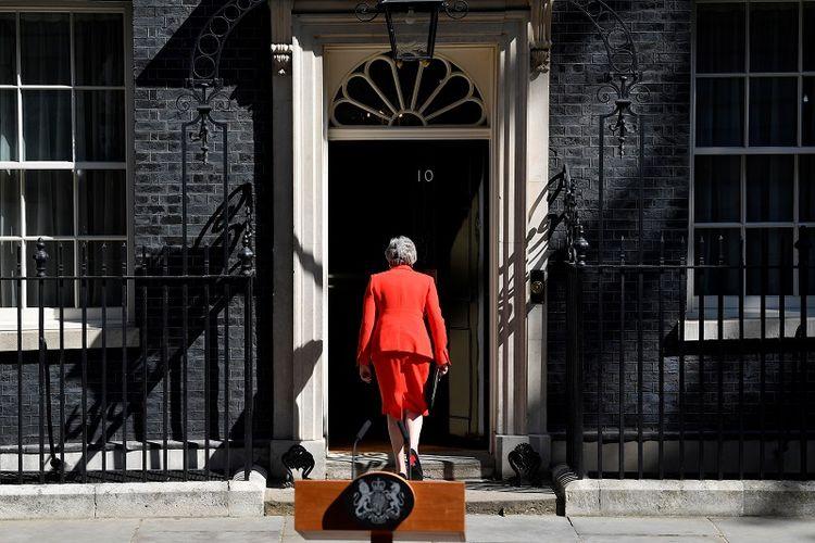 Perdana Menteri Inggris Theresa May setelah menyampaikan pernyataan di London, Inggris, Jumat (24/5/2019). (REUTERS/Toby Melville)
