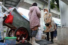 Meski Tuai Kritik, Blusukan Mensos Risma Berlanjut di Permukiman Pemulung Jakarta Utara