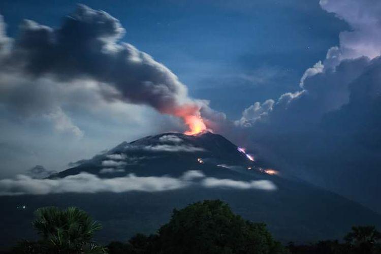 Foto : Erupsi gunung Ile Lewotolok Lembata, NTT.