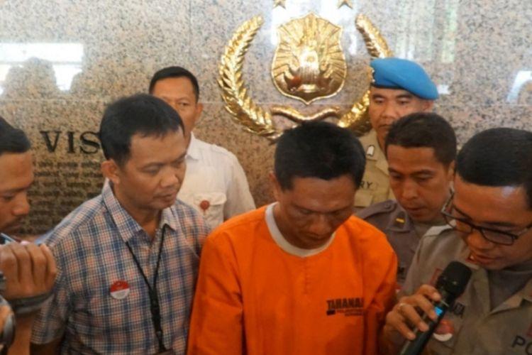 Maspuryanto menangis saat ungkap kasus di Mapolrestabes Surabaya, Kamis (17/10/2019)