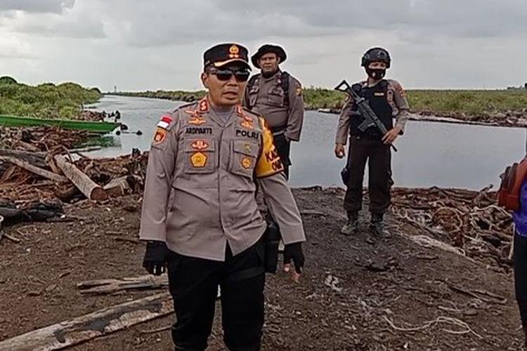 Kepolisian Resor Muaro Jambi mengamankan 15 kubik kayu balok hasil illegal logging. Kapolres Muarojambi AKBP Ardiyanto membenarkan hal tersebut, Minggu (14/2/2021).