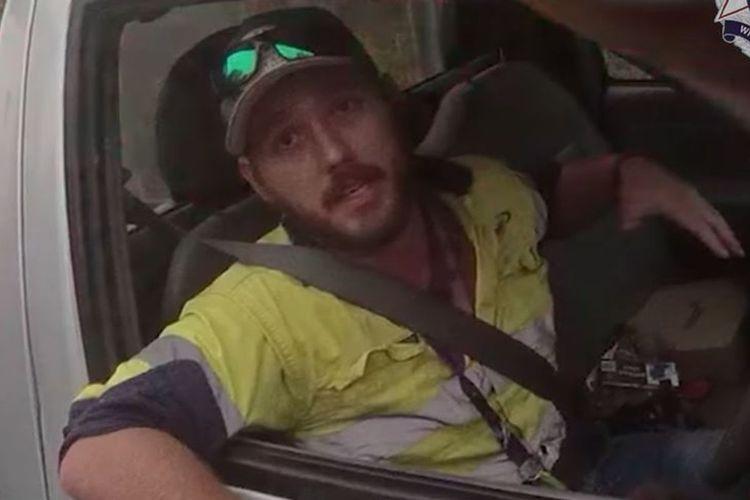 Seorang pengemudi truk yang diberhentikan kepolisian Queensland