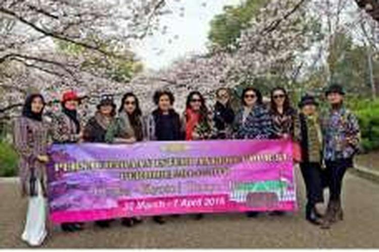 Sejumlah istri dari anggota DPR RI saat berada di Jepang.
