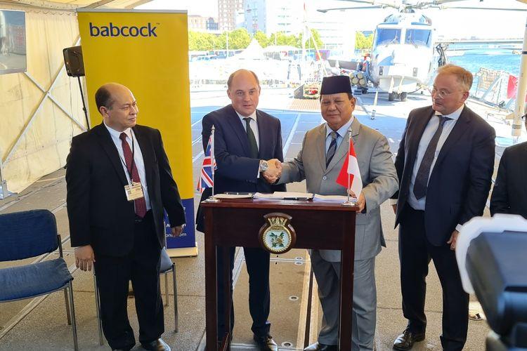 CEO PT PAL Indonesia, Kaharuddin Djenod bersama Menteri Pertahanan Inggris Ben Wallce, Menteri Pertahanan RI, Prabowo Subianto, serta CEO Rosyth Royal Dockyard David Lockwood pada 16 September 2021. Sumber: PT PAL Indonesia