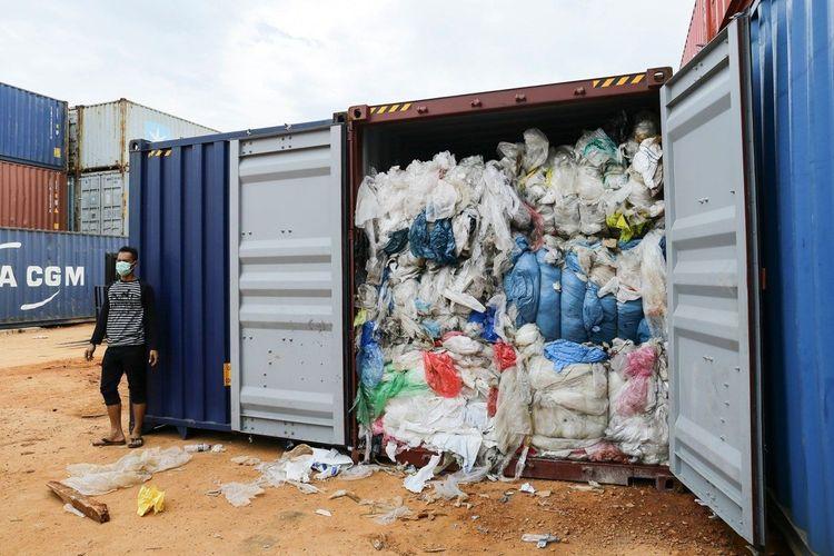 Ilustrasi kontainer berisi sampah.