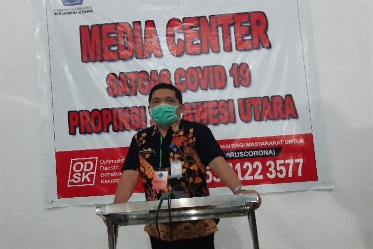 Jubir Satgas Covid-19 Sulut Steven Dandel saat memberikan keterangan pers, di kantor Dinkes Sulut, Selasa (7/4/2020) pukul 18.47 WITA