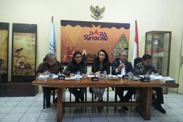 Acara Bedah Buku dan Diskusi Menjerat Gus Dur, Menjebak Jokowi: Belajar dari Bulog Gate, Ke Mana BUMN Gate Era Jokowi Berujung? di Kawasan Kebayoran Baru, Jakarta Selatan, Jumat (17/1/2020)