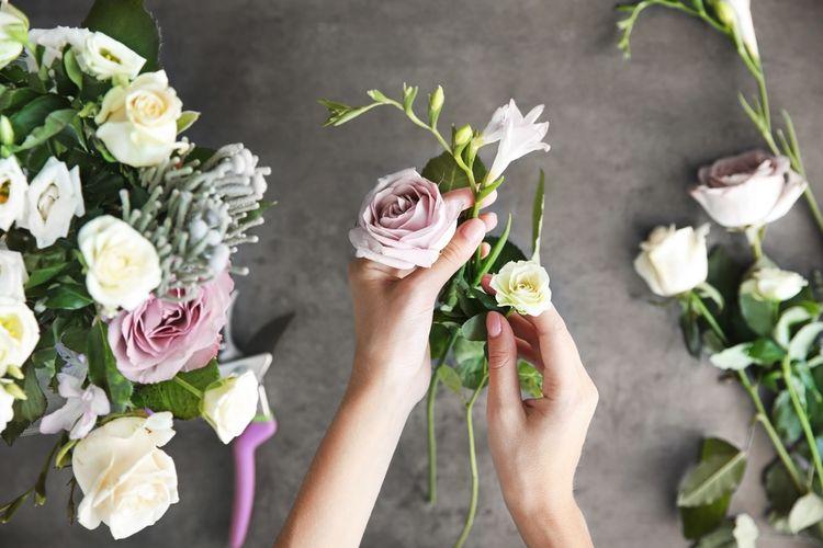 Ilustrasi merangkai bunga