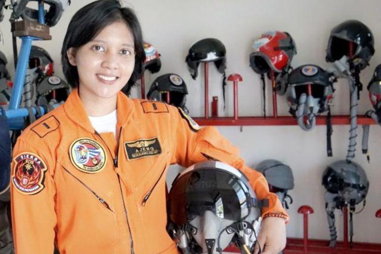 Perempuan pertama dilantik sebagai penerbang pesawat tempur TNI AU di Indonesia, Letda Pnb Ajeng Tresna Dwi Wijayanti.