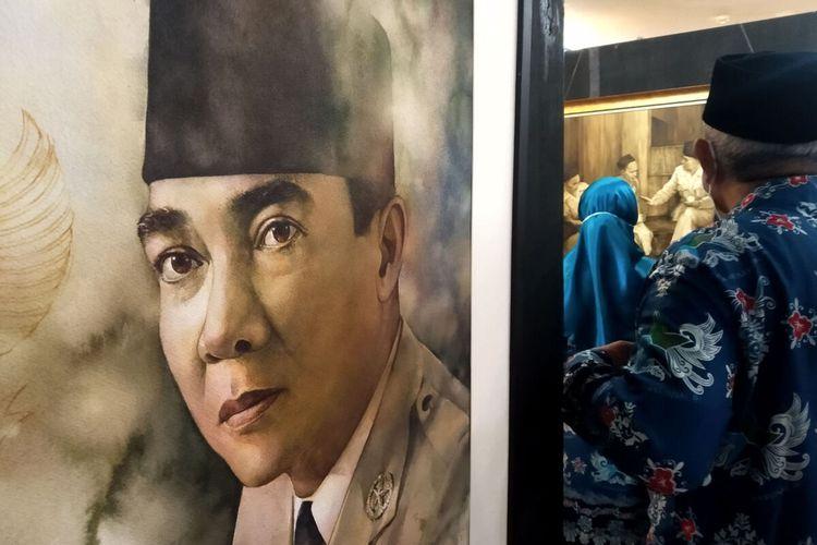Lukisan cat air di atas kertas berjudul The Hero karya perupa Bali I Made Sutarjaya dipamerkan pada pameran Jejak Putra Sang Fajar di Perpustakaan Bung Karno, Kota Blitar 18-23 Juni