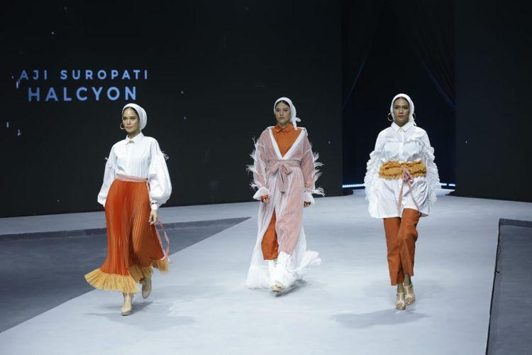 Koleksi milik Aji Suropati sebagai salah satu designer yang turut serta dalam Muslim Fashion Festival (MUFFEST) 2020 di JCC, Senayan, Jakarta, Kamis (20/2/2020).