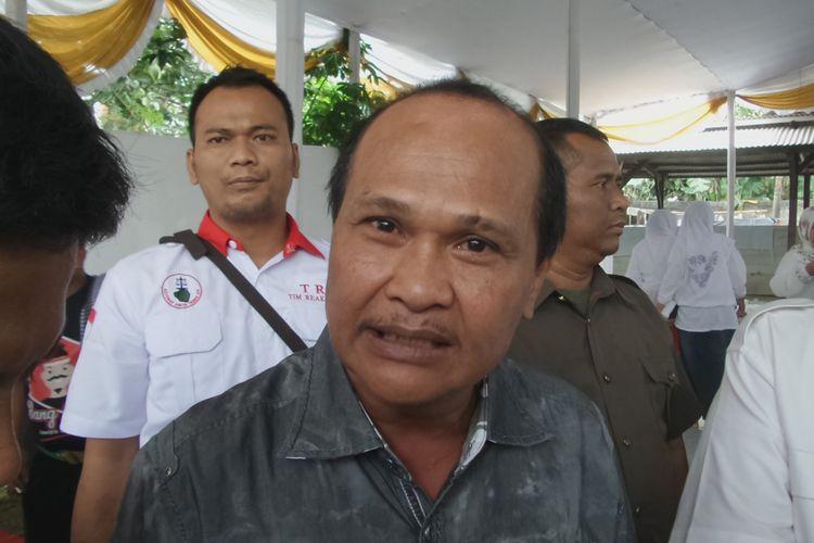 Tokoh Kalijodo Abdul Azis atau Daeng Azis saat menghadiri acara calon gubernur DKI Jakarta Anies Baswedan di Jagakarsa, Jakarta Selatan, Sabtu (8/4/2017).