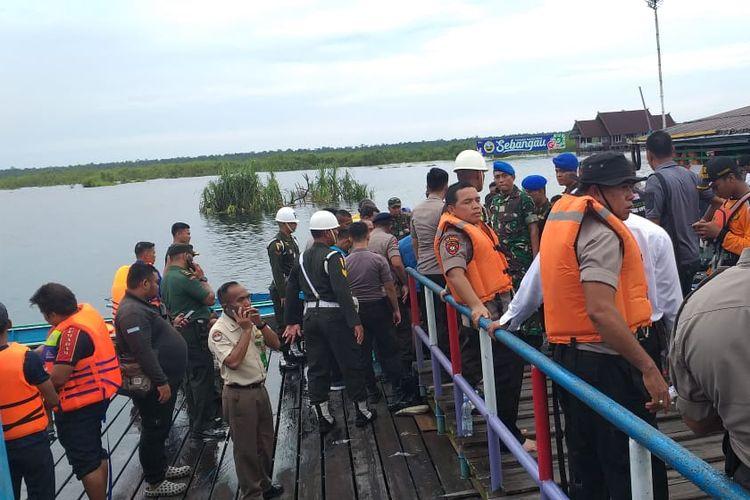 Proses evakuasi anggota Paspampres setelah insiden perahu terbalik di Sungai Sebangau, Palangkaraya, Kalimantan Tengah.