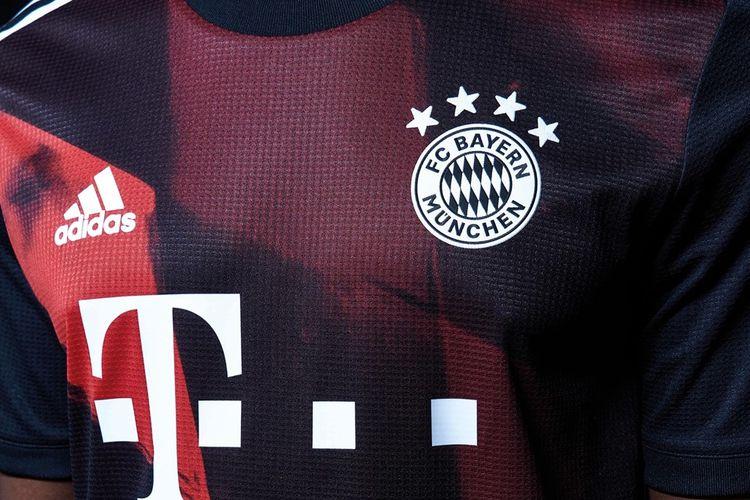 Jersey ketiga Bayern Muenchen untuk musim 2020/2021. Terinspirasi dari stadion klub, Allianz Arena.