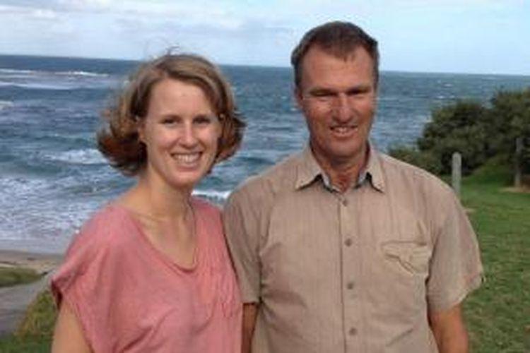 Dr. Lauren Burns bersama ayah biologisnya, Dr. Benedict Clark.