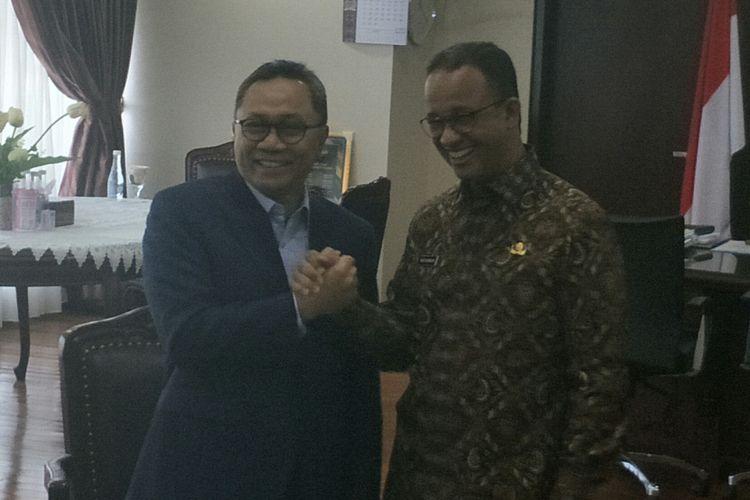 Zulkifli Hasan dan Anies Baswedan di Kompleks Parlemen, Senayan, Jakarta, Kamis (5/7/2018)