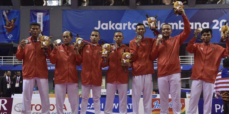 Sepak takraw Indonesia memenangi medali perak nomor regu putra Asian Games 2018 usai kalah 21-18, 20-22, 11-21 dari Malaysia pada Selasa (28/8/2018) di Ranau Hall Jakabaring, Palembang, Sumatra Selatan.