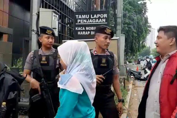 Penjagaan diperketata saat memasuki Polres Jakarta Barat, Rabu (13/11/2019)