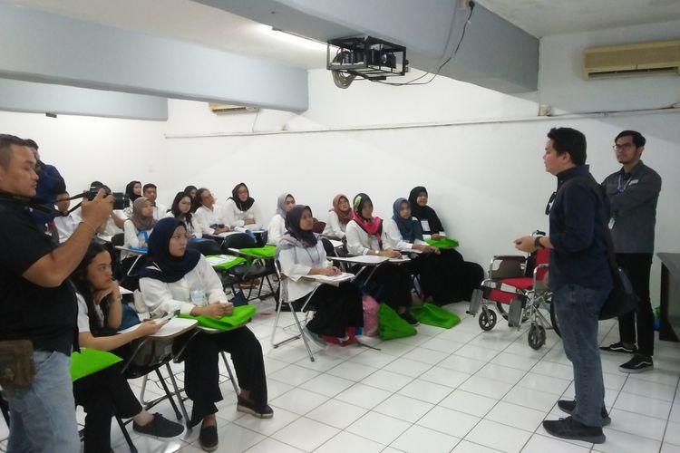 Para peserta volunteer Asian Para Games 2018 mendapatkan materi pelatihan yang berlangsung dari 17-20 September 2018.