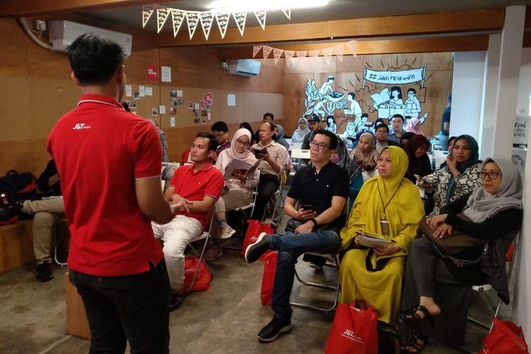 Kegiatan kopi darat J&T Express bersama komunitas di Jakarta.