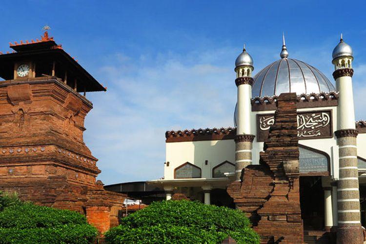 Masjid Menara Kudus, bukti akulturasi budaya pra-Islam dan budaya Islam di bidang seni bangunan.