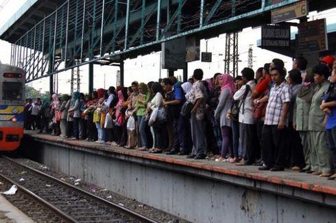 Ada Gangguan, KRL Kota-Bekasi Lewat Stasiun Senen
