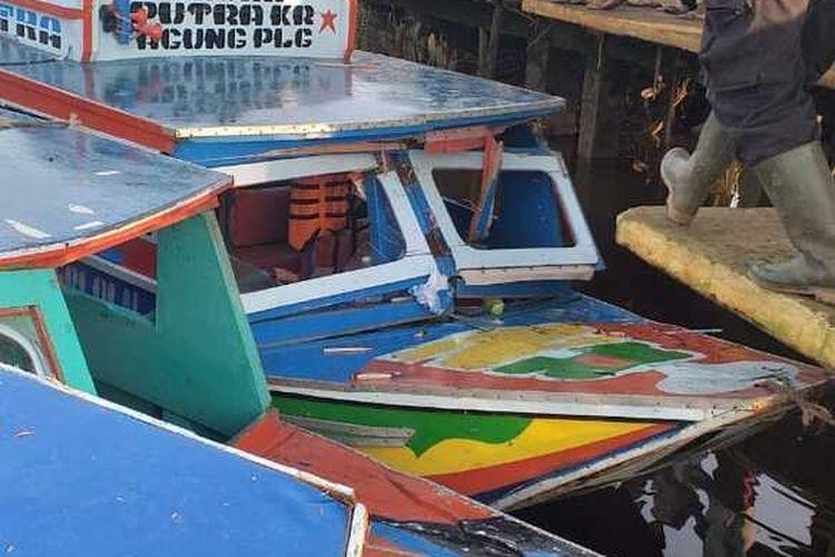 Dua Speedboat yang terlibat kecelakaan di sungai Lalan, Desa Agung Jaya, Kecamatan Lalan, Kabupaten Musi Banyuasin (Muba), Sumatera Selatan, Kamis (3/12/2020).