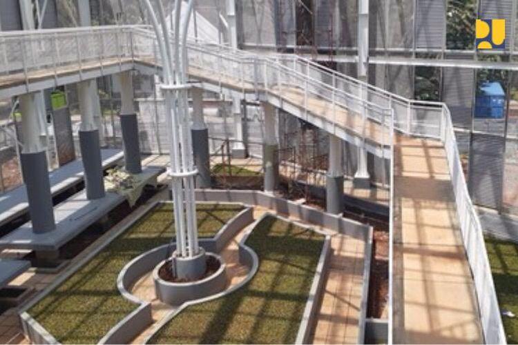 Penataan Kebun Raya memberikan dampak positif dari sisi peningkatan kelengkapan prasarana fisik, keindahan lansekap dan ruang terbuka hijau publik.