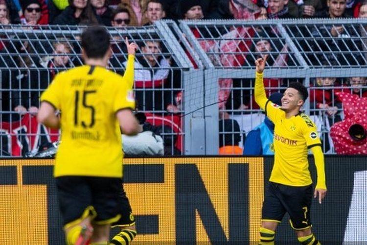 Jadon Sancho (kanan) merayakan golnya pada laga Borussia Dortmund vs Freiburg di Stadion Signal Iduna Park, Sabtu (29/2/2020).