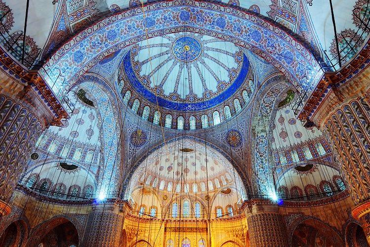 Interior Blue Mosque di Istanbul, Turki.