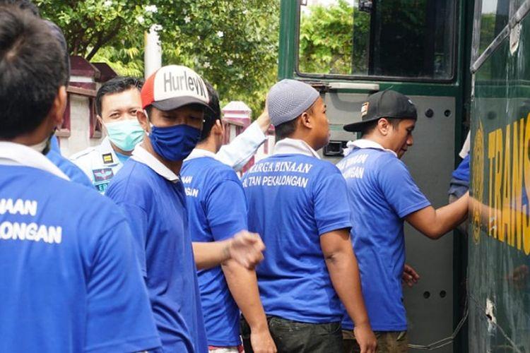 Warga binaan kembali ke Lapas Pekalongan Jawa Tengah setelah dievakuasi akibat banjir.