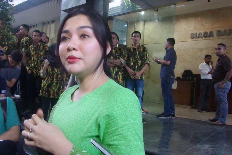 Vicky Shu usai menjalani pemeriksaan di Bareskrim Polri, Jakarta Pusat, untuk diperiksa sebagai saksi berkait kasus First Travel, Senin (2/10/2017).