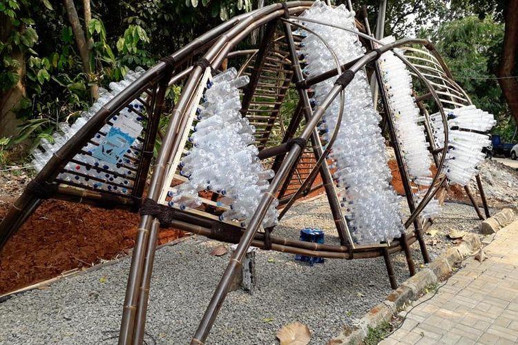 Plasticology, Instalasi Botol Plastik by Arcadia Architects, Studio Hand