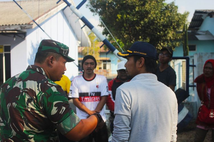 Menjemput 8 pengungsi kerusuhan Wamne Papua dari Jawa Timur yang pulang menumpang pesawat Hercules di Lanud Iswahyudi Maospati Magetan, Bupati Madiun akan memfasilitasi warganya yang akan pulang kampung.