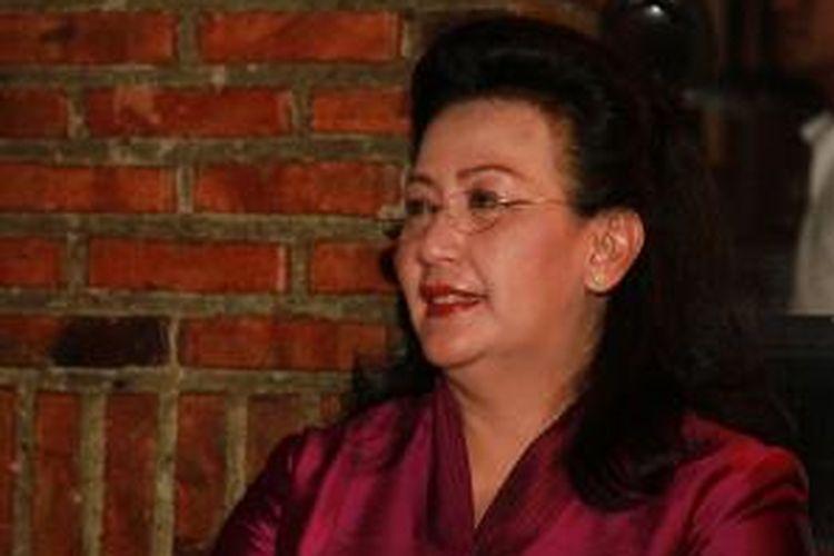 Gusti Kanjeng Ratu Hemas saat menghadiri acara malam penggalangan dana untuk Franky Sahilatua, di Bengkel Cafe, SCBD, Jakarta, Kamis (12/8/2010) malam.