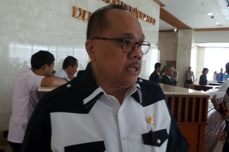 Politisi Partai Demokrasi Indonesia Perjuangan, Junimart Girsang di Kompleks Parlemen, Senayan, Jakarta, Selasa (17/5/2016)