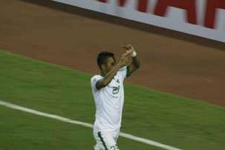 Manahati Lestusen merayakan gol ke gawang Vietnam pada semifinal kedua Piala AFF 2016, Rabu (7/12/2016).