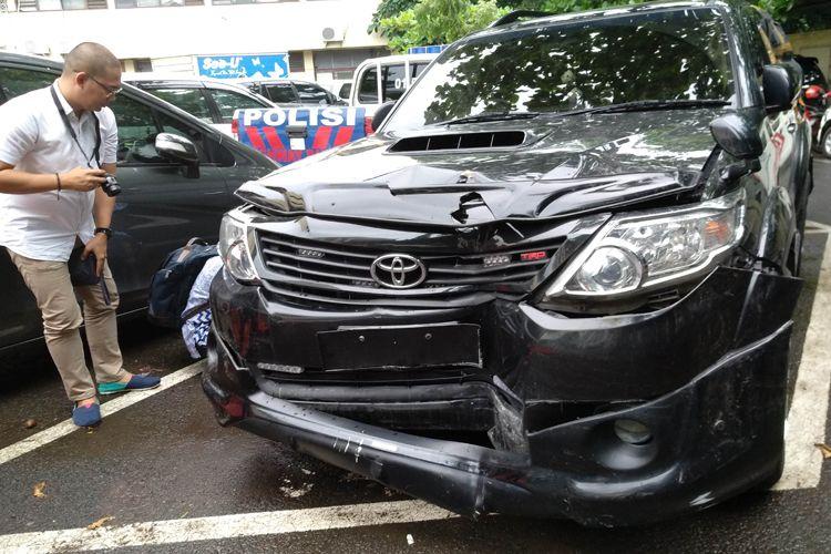 Mobil Toyota Fortuner yang tabrakn saat membawa Setya Novanto.